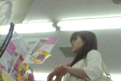激カワ女子大生を追跡!【高画質パンチラ動画】107