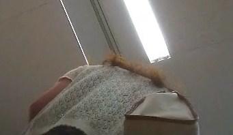 逆さ撮りヒラヒラのスカート私服姿【パンチラ動画】mmm 06