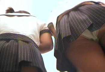 どちらも頂きますwエロ尻女の子2人組を逆さ撮り【動画】Alfin 002