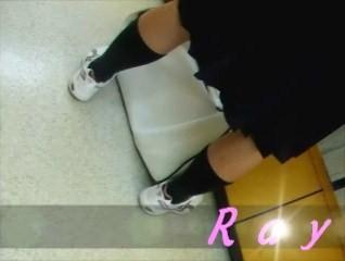 重ねて履いてる?立ち読み中の女の子を逆さ撮り【パンチラ動画】Rei 03
