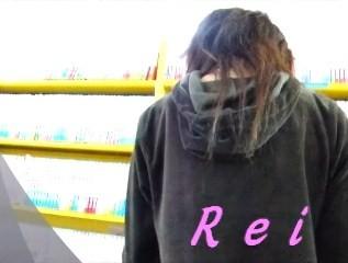 可愛いサンダルと可愛いパンチュ履いてます立ち読み中の女の子を逆さ撮り【パンチラ動画】Rei 02