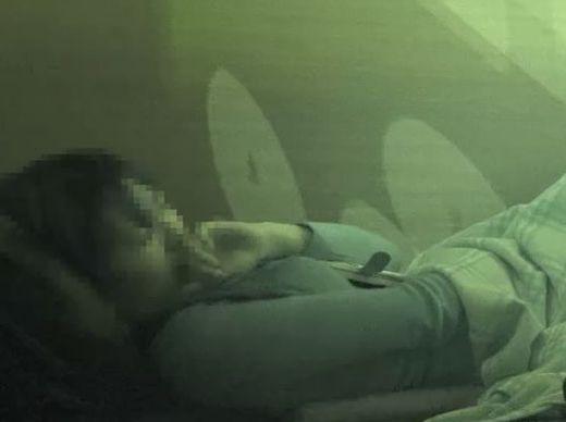 【オナニー隠し撮り】ネカフェのお隣事情②_10代清楚系と20歳くらいのギャル。