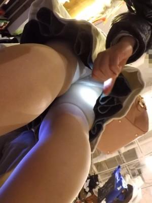 【フルHD】靴カメ君が行くPart330【パンストお姉さんスカート内ライトアップ実験編】