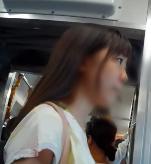めっちゃ可愛い女子○生なのに…こんな短パンはいてたら階段でおしり丸見えになっちゃうよー!