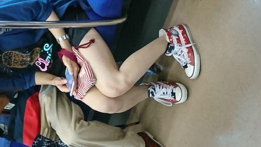 ミニスカ,足,パンチラ,生脚,脚,美脚,ふともも,美女,ショートパンツ, Download