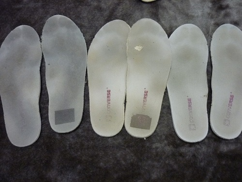 High school girl's foot soles sweat mark insole