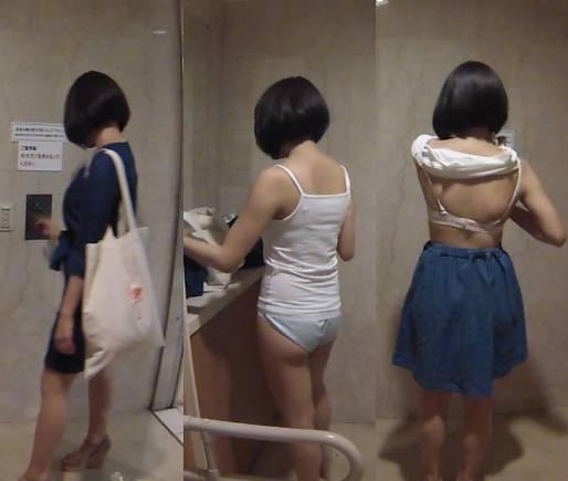あどけないロリ体型の女の子が見せたブラとパンツが丸見えな全身生着替え 電車人 vol.46