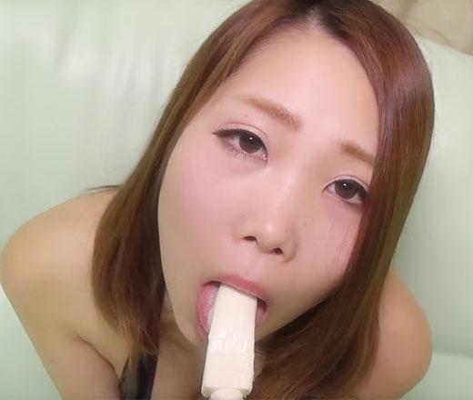 えっちぃJD あんりちゃんシリーズ⑤ 棒アイス舐め マイクロビキニ(黒) フェラを真似てしゃぶる