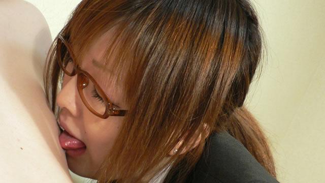 恵那先生の男の舐め方教えてあげる 眼鏡にスーツ姿の乳首舐め手コキ・フェラ!編【電子写真集】