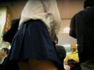 制服階段逆さ撮り可愛い白のパンチュ食い込みに興奮!【パンチラ動画】コケクキカ 02