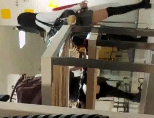女子校生を逆さ撮りピンクのパンチュ友達とお買い物【高画質動画】07と05セット販売