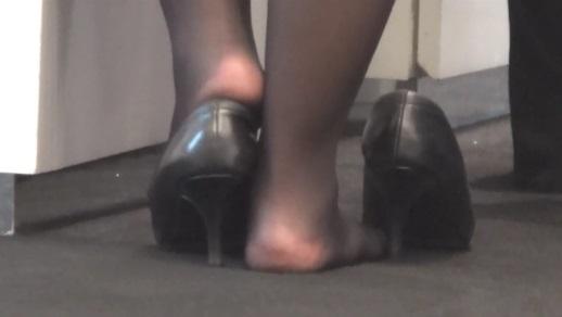 足の裏,靴脱ぎ,脚フェチ,足フェチ,黒ストッキング,つま先,パンプス,コンパニオン, Download