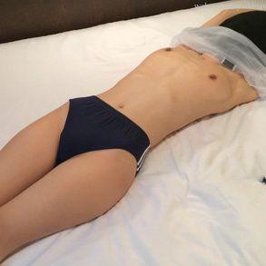体操服&ブルマのスレンダー貧乳美女を拘束