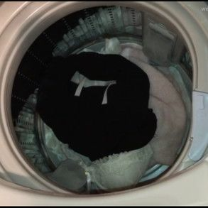 【盗撮】友人女性の洗濯機の中(服・下着・染みパン)をチェック