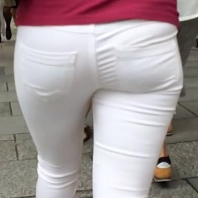 かわいくて美尻な白スキニー・デニムお嬢様が登場!
