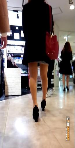 チャンねーの美脚と若い女良のピチピチ脚^^