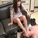 【足フェチ】ひびきちゃんの恥ずかしい足の臭いと足責め・足コキで射精
