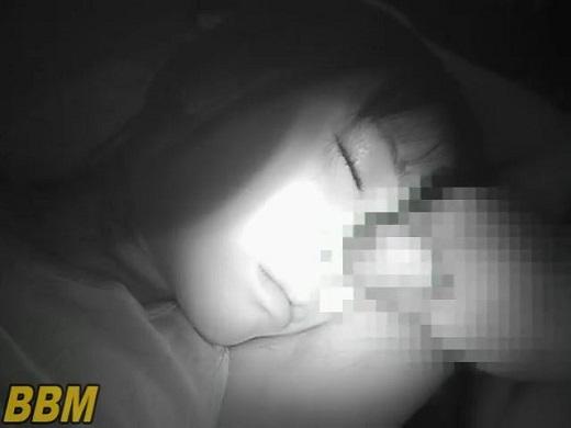 寝ている妹に夜這い赤外線撮影
