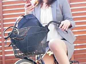 盗撮,自転車パンチラ,パンチラ,下着,隠し撮り,パンティ,個人撮影,パンツ,OL,M字開脚,素人, Download