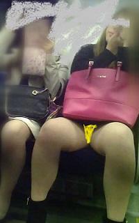 電車対面 お姉さん、脚開いちゃってはしたないです