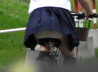 自転車パンチラ、訳してチャリチラ!01