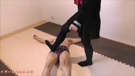 【初登場のクルミちゃん】いきなり凶暴。初登場で激痛の蹴りを喰らわす!!