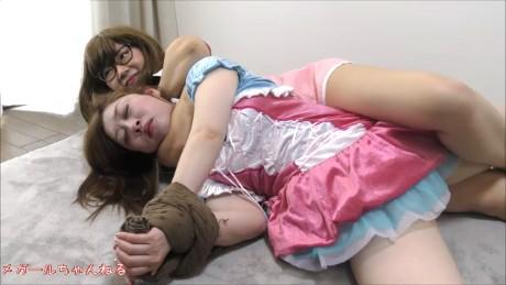【驚愕!!】危険すぎる女3人の根性比べ! 絞め落とされたら電気あんまを喰らう