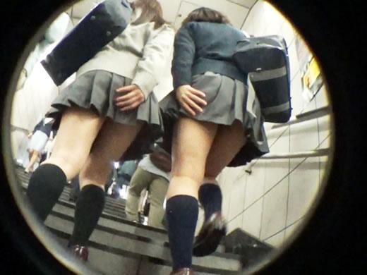 [007]駅階段、強風注意!!手で抑えても無駄だよパンツ丸見えでしたw