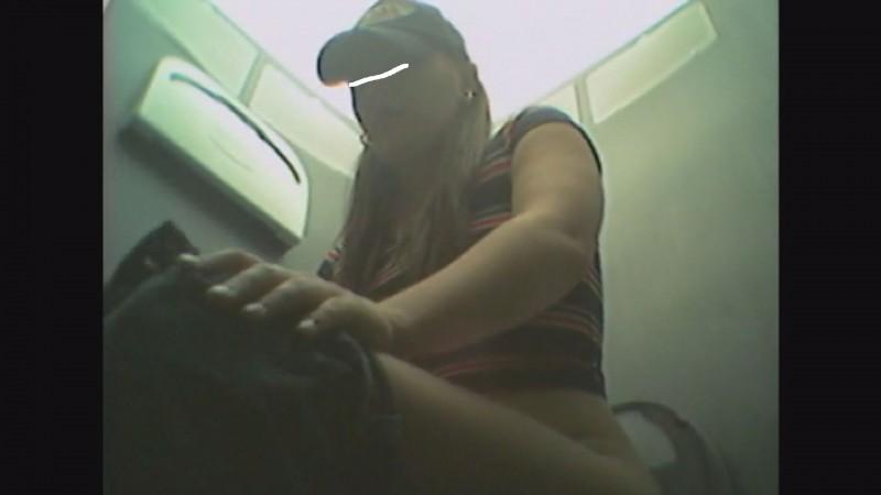 【USAトイレ盗撮】アナルに全身全霊の力を込めて便秘ウンコひり出す外国人女wwwww