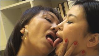 Lesbian shoots, Kondo Iku shoots with fish! 2