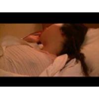 【覗き動画】すやすや眠る女子○生を、夜這いして悪戯しちゃった・・・