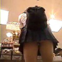 パンチラ!【覗き動画】追跡!スカートのを覗く!・・・vol.2