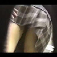 パンチラ!【覗き動画】カメラが覗いたスカートの中!・・・vol.1