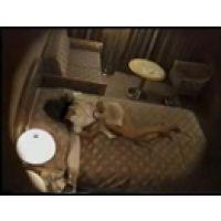 【覗き動画】ホテルの部屋のCAが、ベッドでオナニーを・・・
