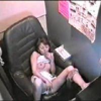 流出!【覗き動画】ビデオBOXでオナニーする女の子・・・。