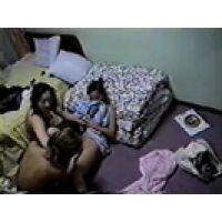【覗き動画】部屋を覗いていたら、女の子3人がレズ遊びを始めた・・・隠し撮り。