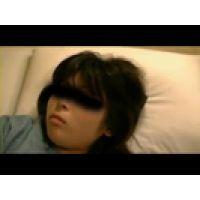 【覗き動画】熟睡中の女子○生を、夜這いして悪戯しちゃった・・・