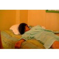 【覗き動画】ぐっすり眠ってる女の子を写メ撮りしたり、悪戯しちゃう・・・
