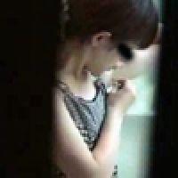 【覗き動画】むだ毛処理する女の子を隠し撮り。