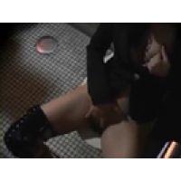【覗き動画】Onanie Voyeur/ギャル系お姉さんがトイレでオナニー・・・隠し撮り。
