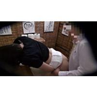 【覗き動画】居酒屋のトイレで・・・エッチしちゃってる・・・