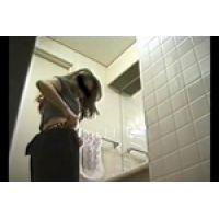 【覗き動画】コスプレ着替えの一部始終を覗き見しました・・・