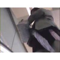 【覗き動画】Panty Voyeur/街行く女の子のスカートの中を・・・パンチラ逆さ撮り。