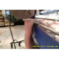 【覗き動画】スーパーで見つけた太股を盗視しちゃう・・・