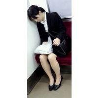 さっき電車に乗ってたら居眠りしてる就活中の子?がいたんで撮影してみました