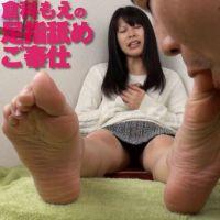 【足指フェチ】倉科もえの足指を匂いを嗅ぎ嗅ぎしてから舐め啜り奉仕