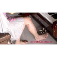 素足でピアノペダル踏み#33