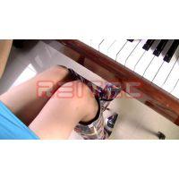ブーツでピアノペダル踏み#26
