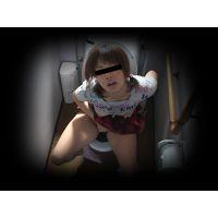 【自宅トイレ観察】 義妹 3アングル撮影 ★天井・ローアングル・接写★ロリオナ おもらし★35分07秒