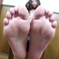 【ナマ足裏フェチ動画】part.2★綺麗なお姉さんの匂い立つ足の裏